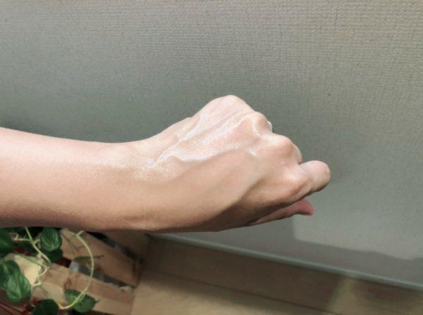 レヴィーガ モイスチュアセラムを完全に塗り伸ばした状態